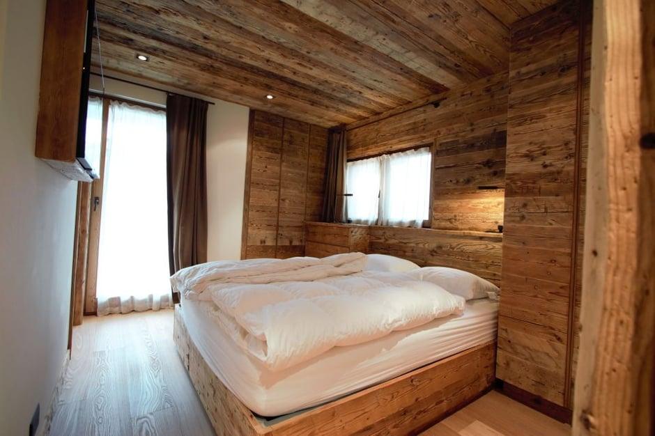 Old-Wood-Interiors-la-bottega-del-legno-Be-Inspired-Awards-YI2017-Singapore-Camera.jpg